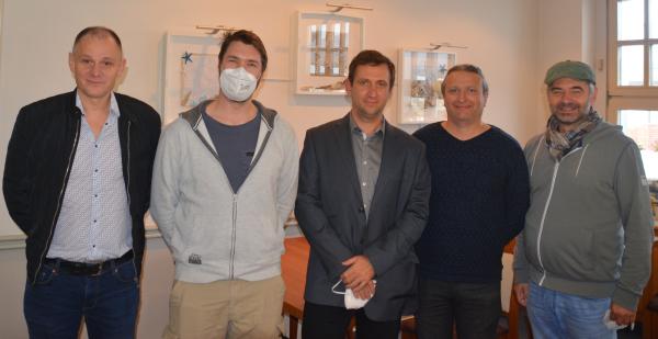 v.l.n.r.: Carsten Breß, Jerry Macke, GM Dorian Rogozenco, Radu Safta, Norbert Bauer; Foto: Michael Ehlers